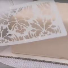 Kako z icing kremo, ali masleno kremo naredimo vzorec s pomočjo šablone