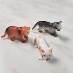 3 mini plastični mucki za dekoracijo sladic