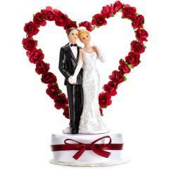 Poročni par v srčku z rdečimi vrtnicami