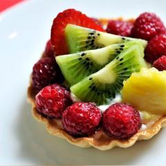 Mini košarice z vanilijevo kremo in sadjem