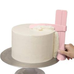 Nastavljiva gladilka za ravnanje krem na torti